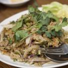"""豚肉のスパイシーサラダ。タイやラオスの""""ラープにそっくり""""。"""