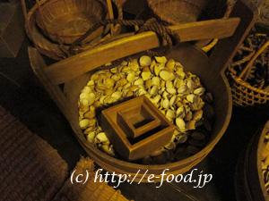 深川江戸資料館にあった、江戸時代のむき身屋さんの仕事道具。