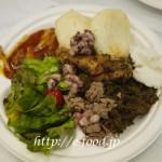 ボツワナ料理の盛り合わせ
